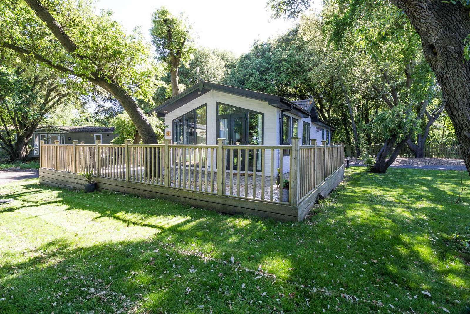 32002AS – Ocean Glade area, 2 bed, 4 berth lodge with decking. Platinum Deluxe rated. - property