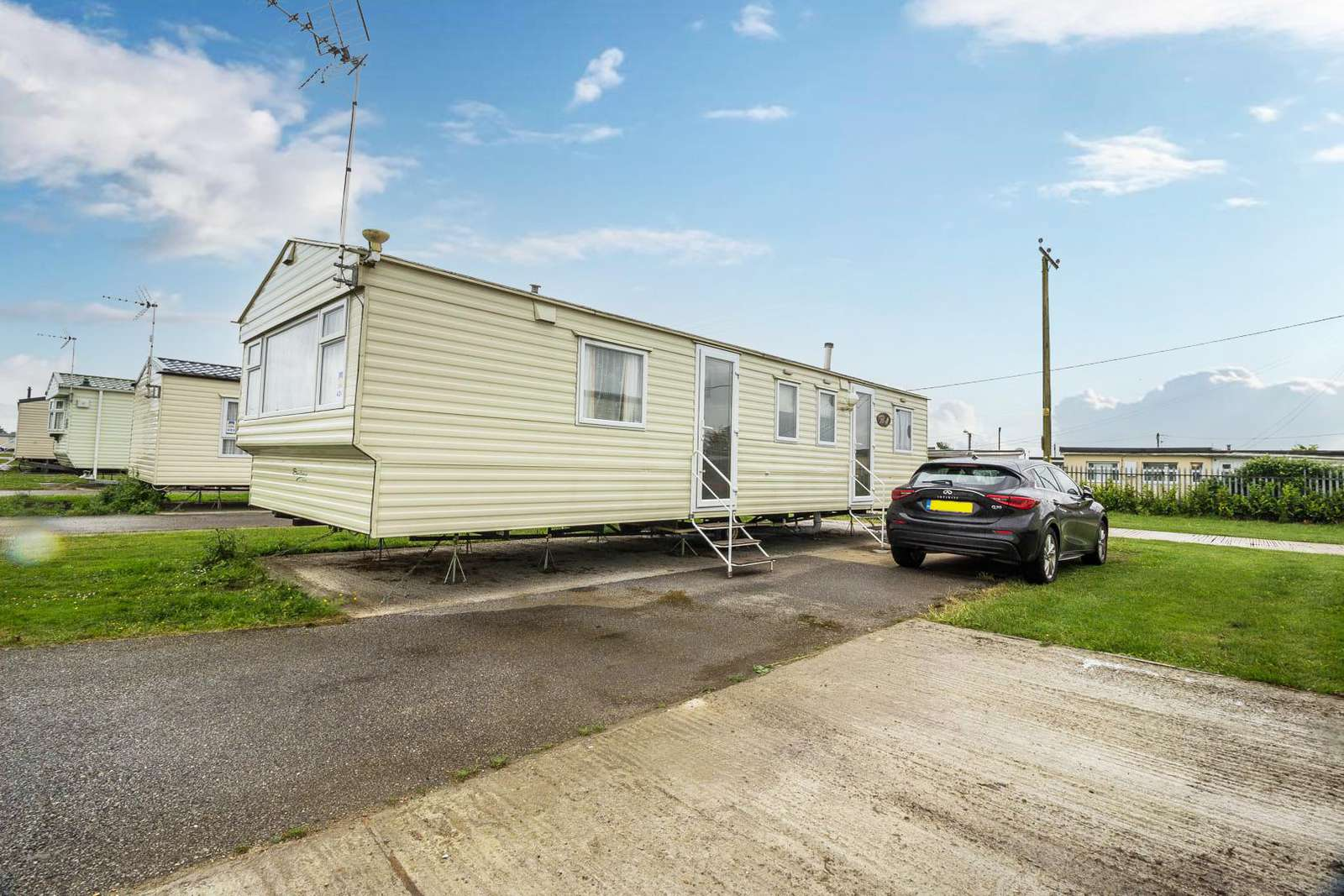 27424S – Seawick, 3 bed, 8 berth caravan with free unlimited WiFi. Emerald rated. - property