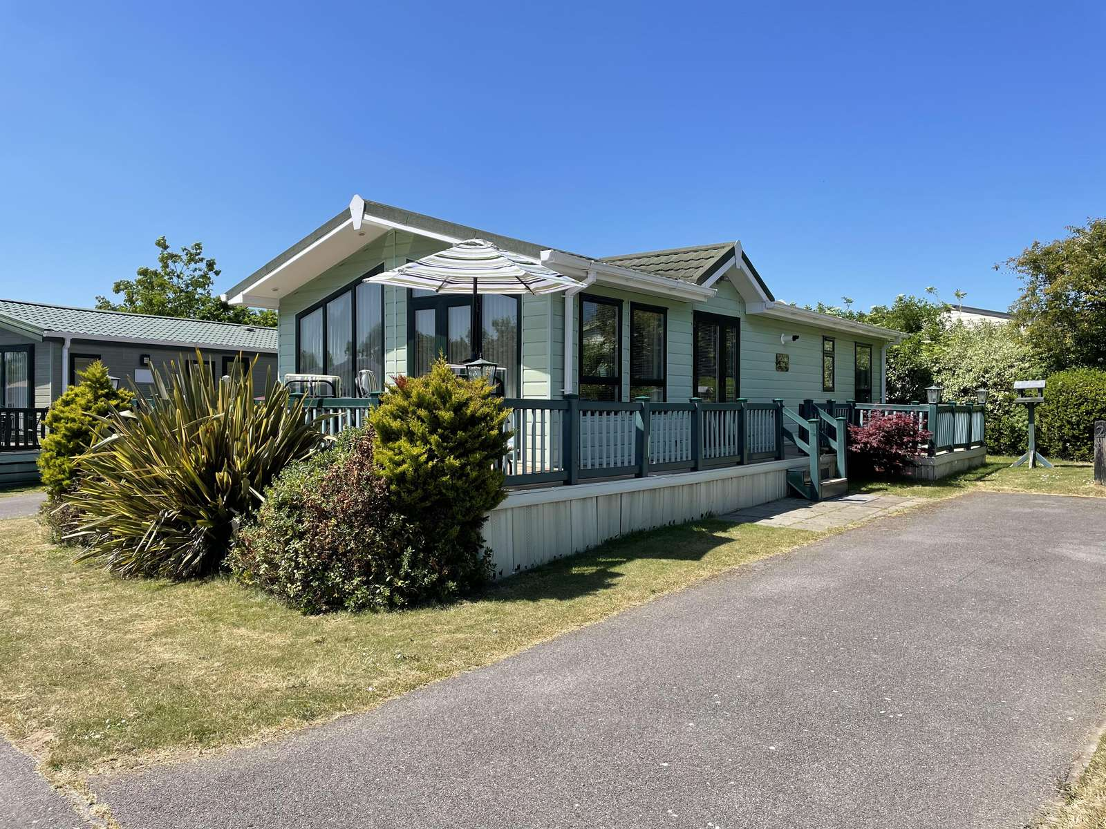 70002TG – The Grove area, 2 bed, 6 berth lodge with decking. Platinum Deluxe rated. - property
