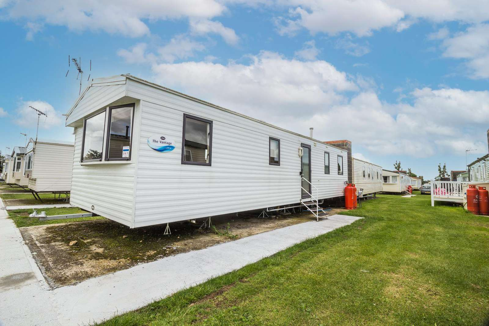 26267E – Evergreen area, 3 bed, 8 berth caravan with free unlimited WiFi. Emerald rated. - property