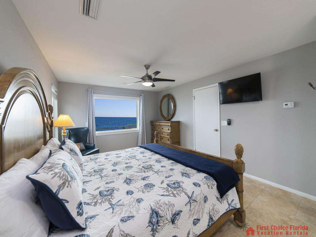 Sea Renity Bedroom with TV and View