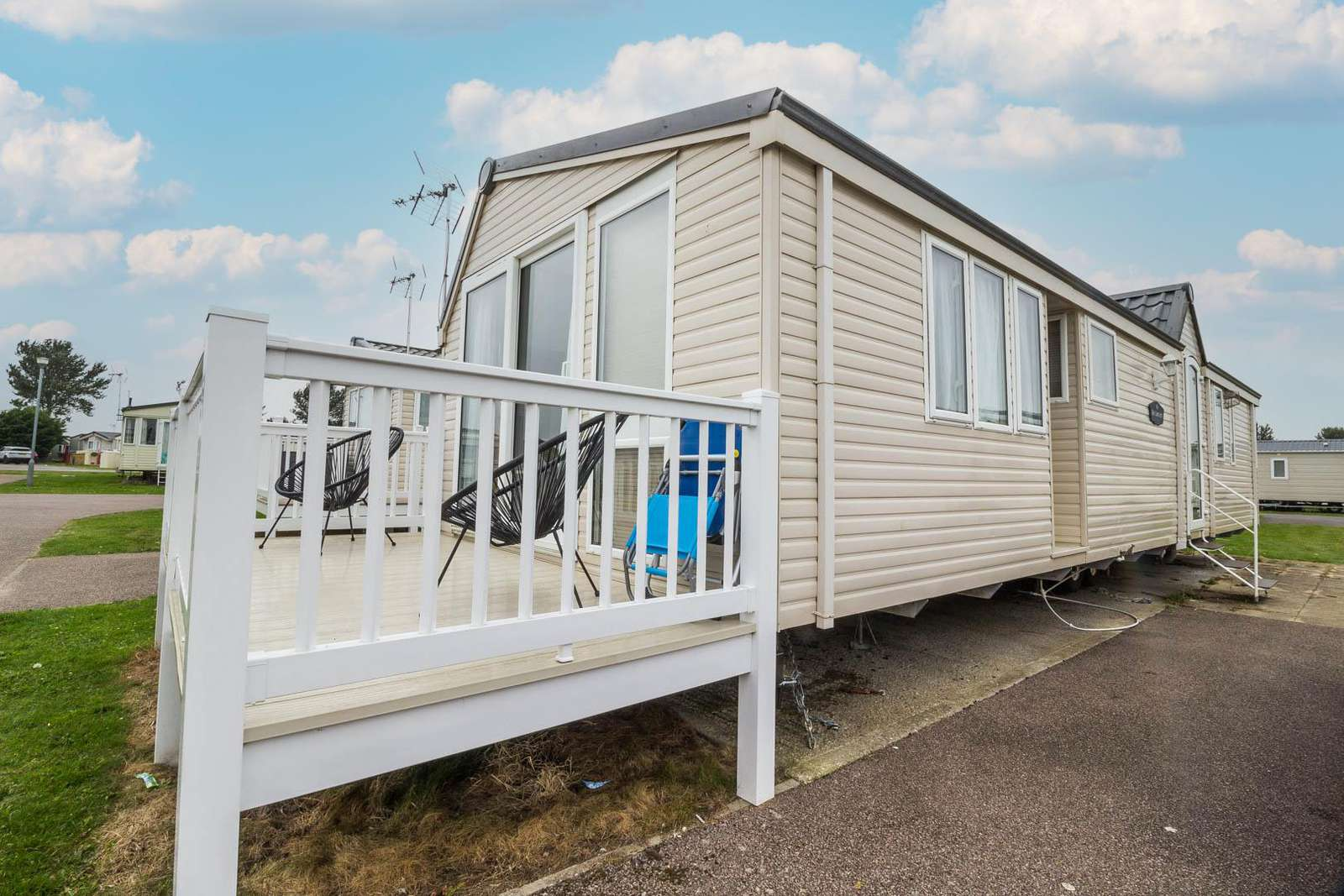 27457S – Seawick, 2 bed, 6 berth caravan with decking, D/G & C/H. Diamond rated. - property
