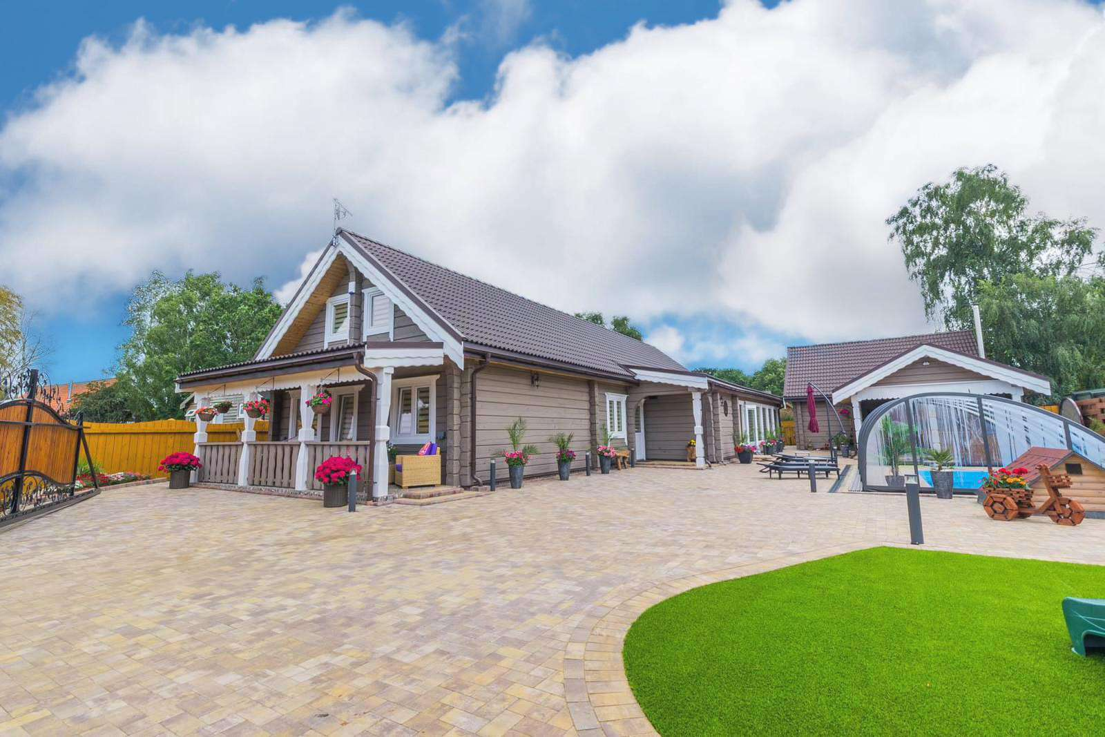 34079A – Dana Lodge, 14 berth villa with private pool & two hot tubs at Pentney Lakes. Pearl rated. - property