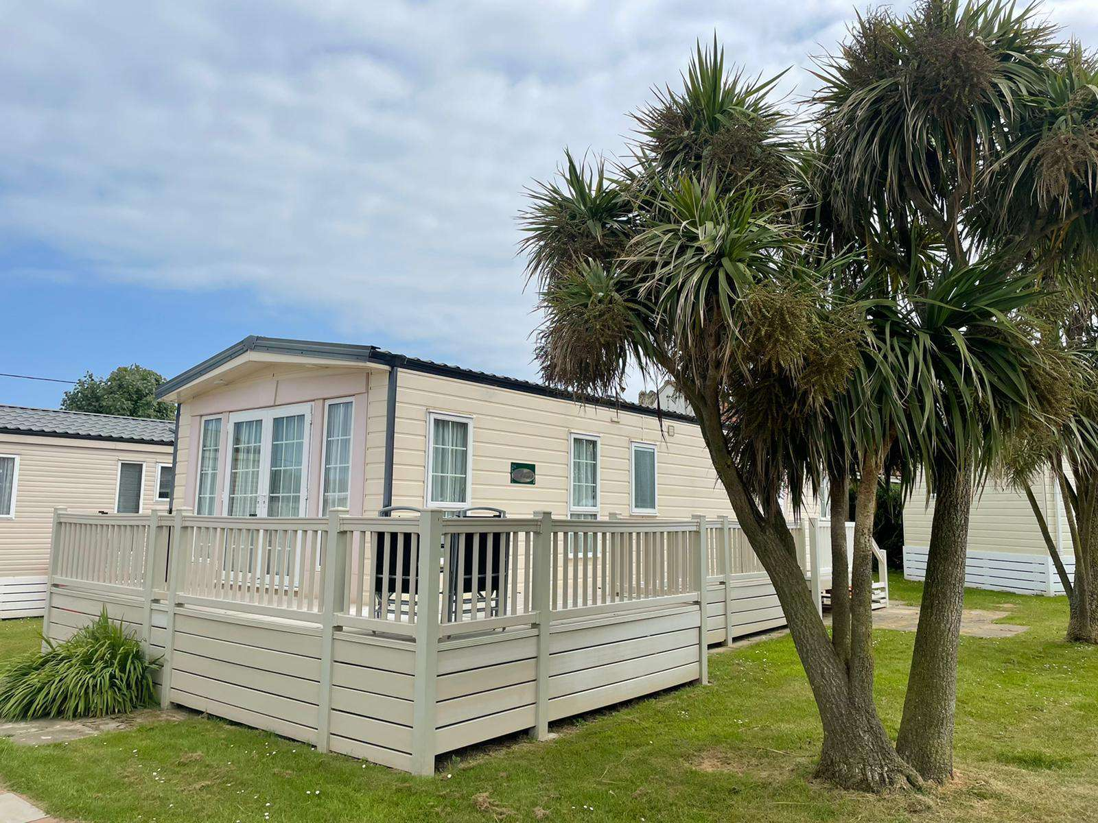 50063L – Lapwing area, 2 bed, 6 berth caravan with decking, D/G & C/H. Diamond rated. - property