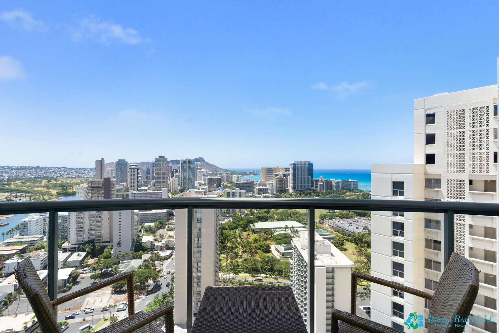 Gorgeous Luxury High Floor Unit with Stunning Ocean Views at Allure Waikiki