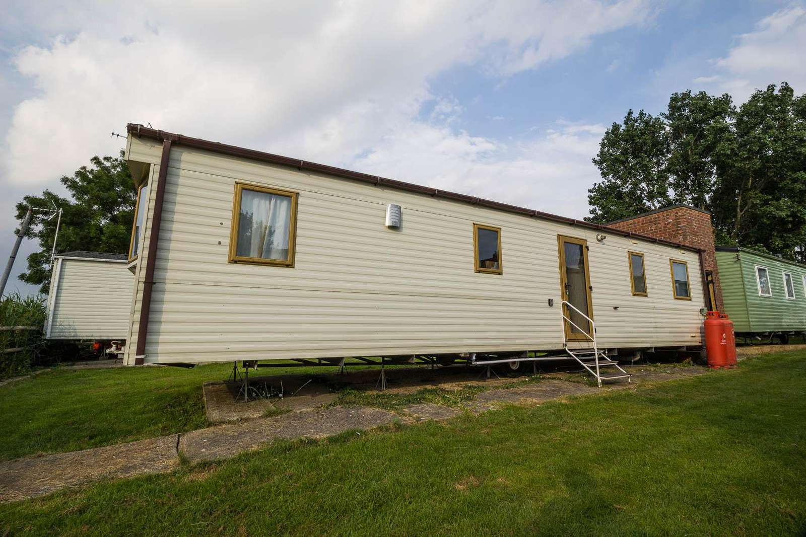 27158S – Seawick, 3 bed, 8 berth caravan with free WiFi, field views, D/G & C/H. Ruby rated. - property