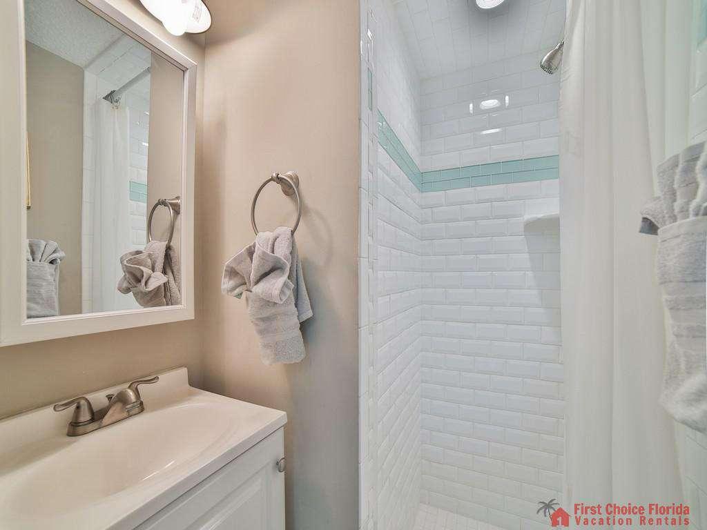 Island Retreat Unit D Bathroom with Shower
