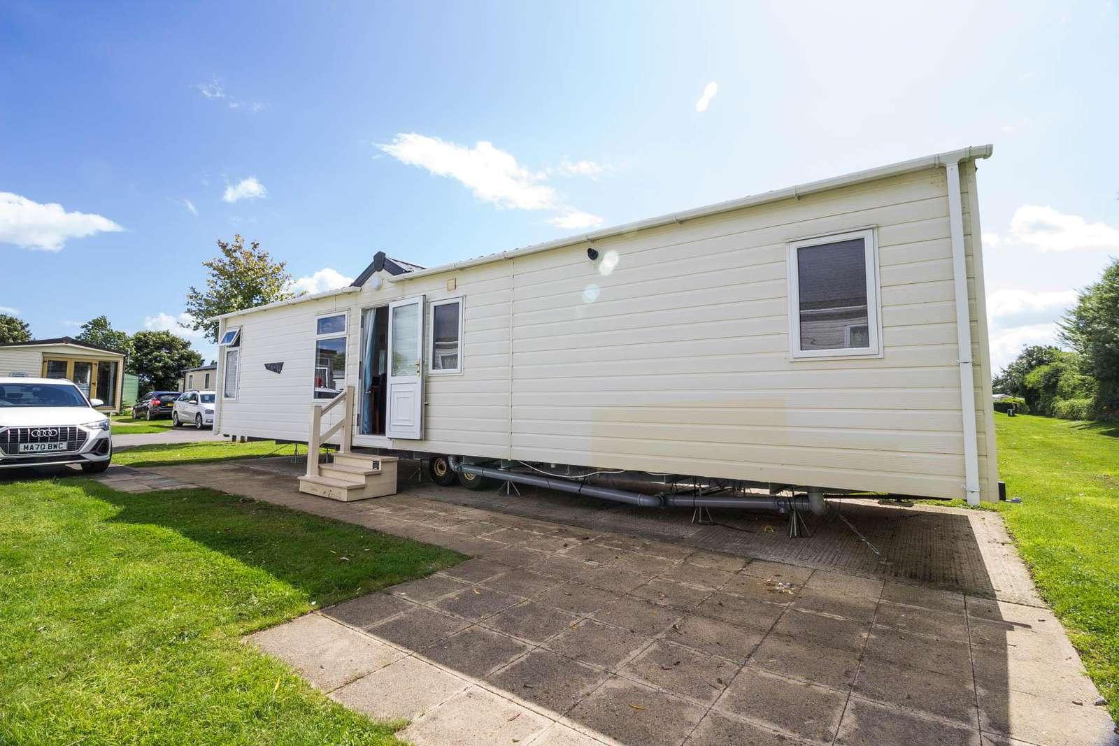41009B – Bempton Meadow area, 2 bed, 6 berth caravan with D/G & C/H. Diamond rated. - property
