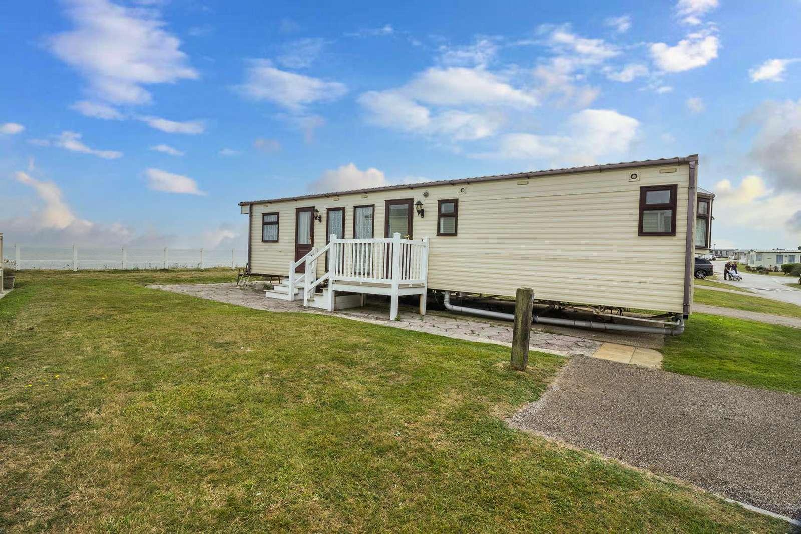 80004OV – Ocean view area, 2 bed, 6 berth caravan with full sea views. Diamond Rated. - property