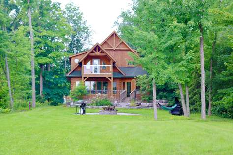 Cozy Pigeon Lake Cottage温馨鸽子湖景木屋