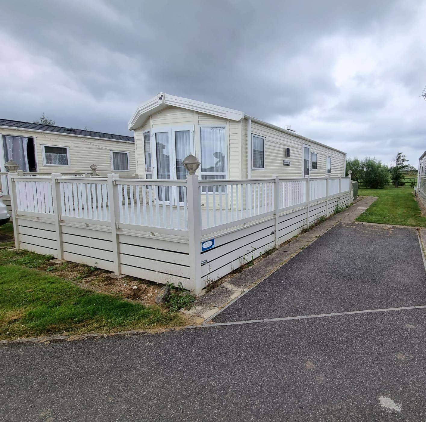 47012BW – Blue Water area, 2 bed, 6 berth caravan with decking and free WiFi. Platinum rated. - property