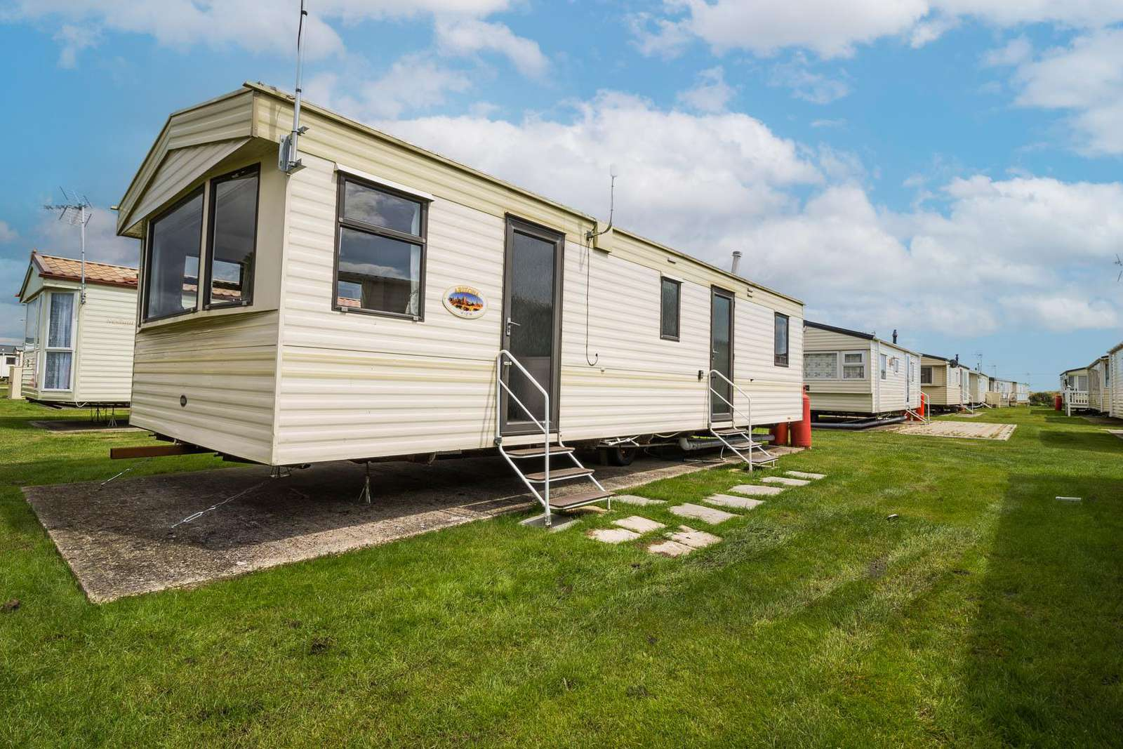 28012FV – Field View area, 2 bed, 6 berth caravan with free WiFi. Emerald rated. - property