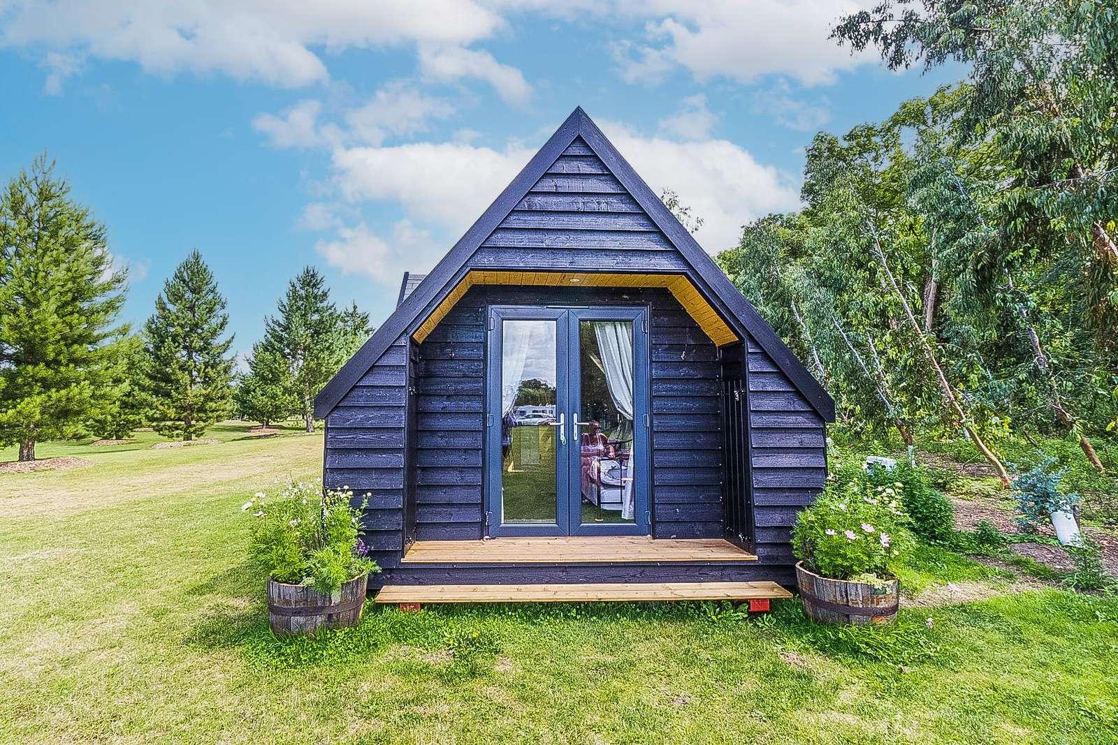 24001L – Lavender Cabin, 2 berth studio cabin at Fendick Fisheries. Diamond-Plus rated. - property