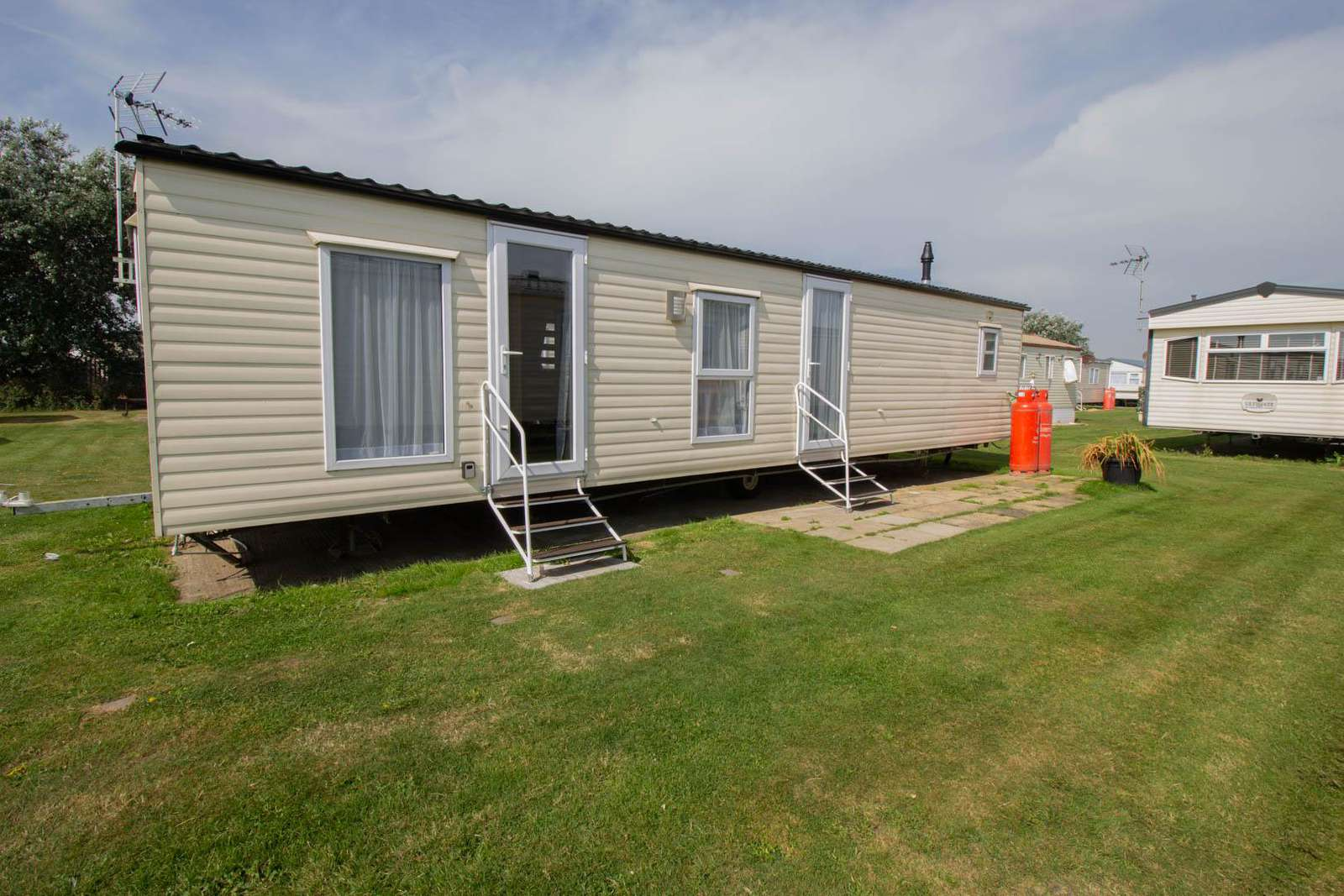 28026CW – Constable Way, 3 bed, 8 berth caravan with D/G & C/H. Ruby rated. - property