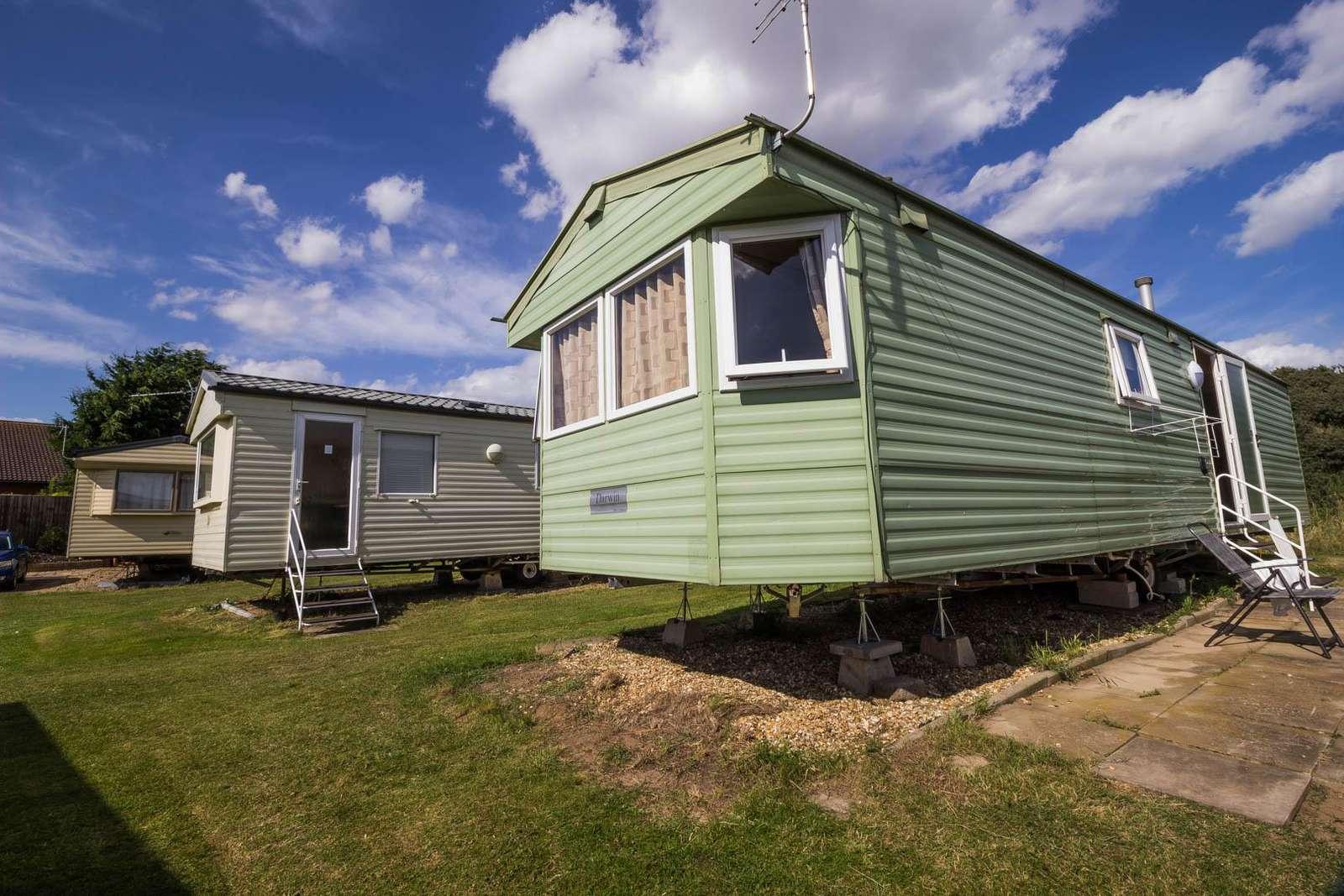 35224K – Kestrel Close, 3 bed, 8 berth caravan with D/G. Emerald rated. - property
