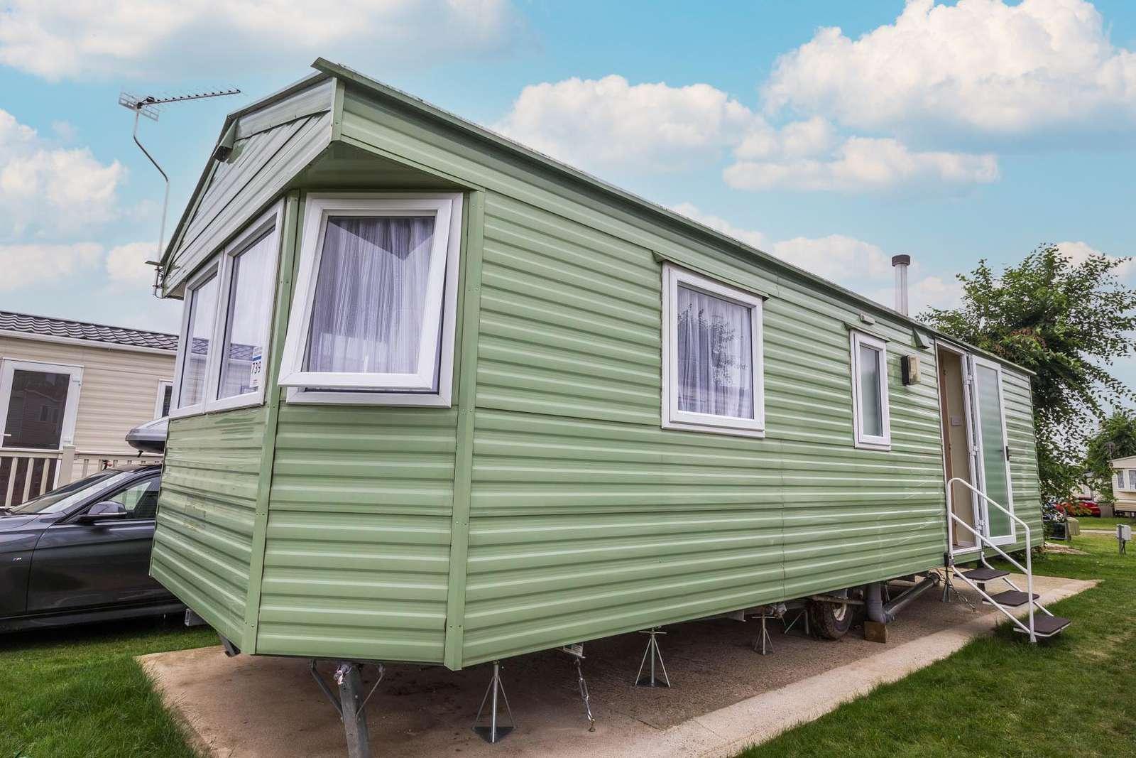 70739C – Cherry Tree, 2 bed, 4 berth caravan. Emerald rated. - property