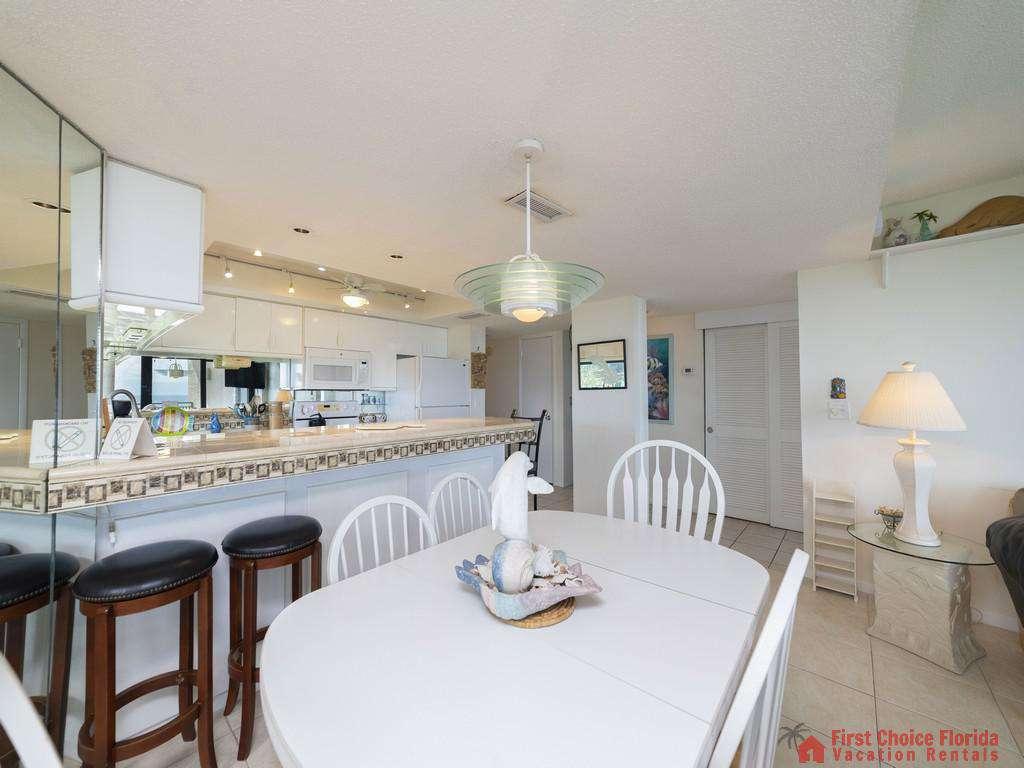 Anastasia Condo - Dining Area/Kitchen
