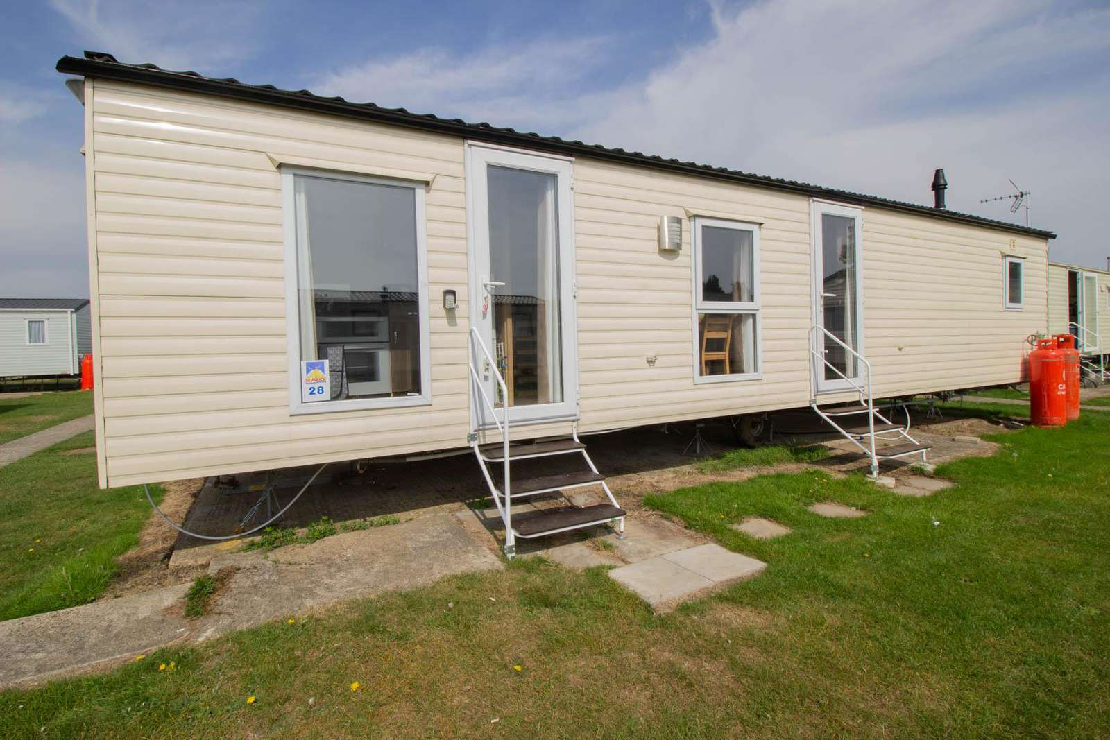 27028S – Seawick, 3 bed, 8 berth caravan with D/G & C/H. Ruby rated. - property