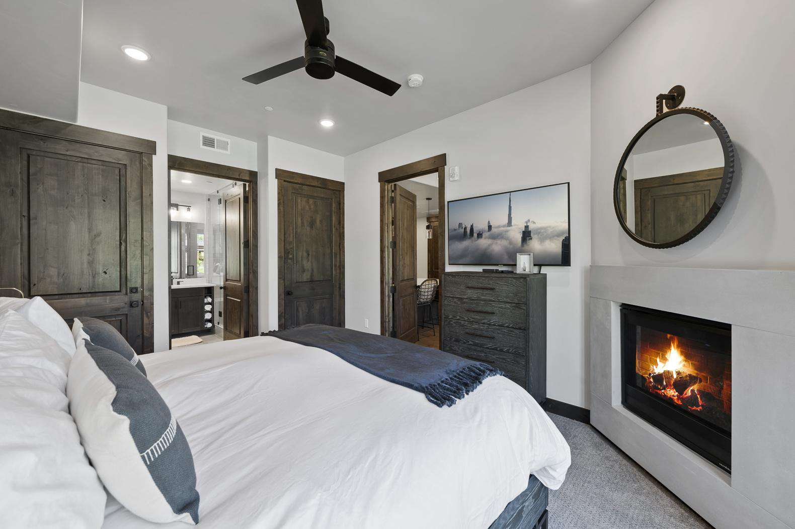Master Bedroom w/TV & Fireplace