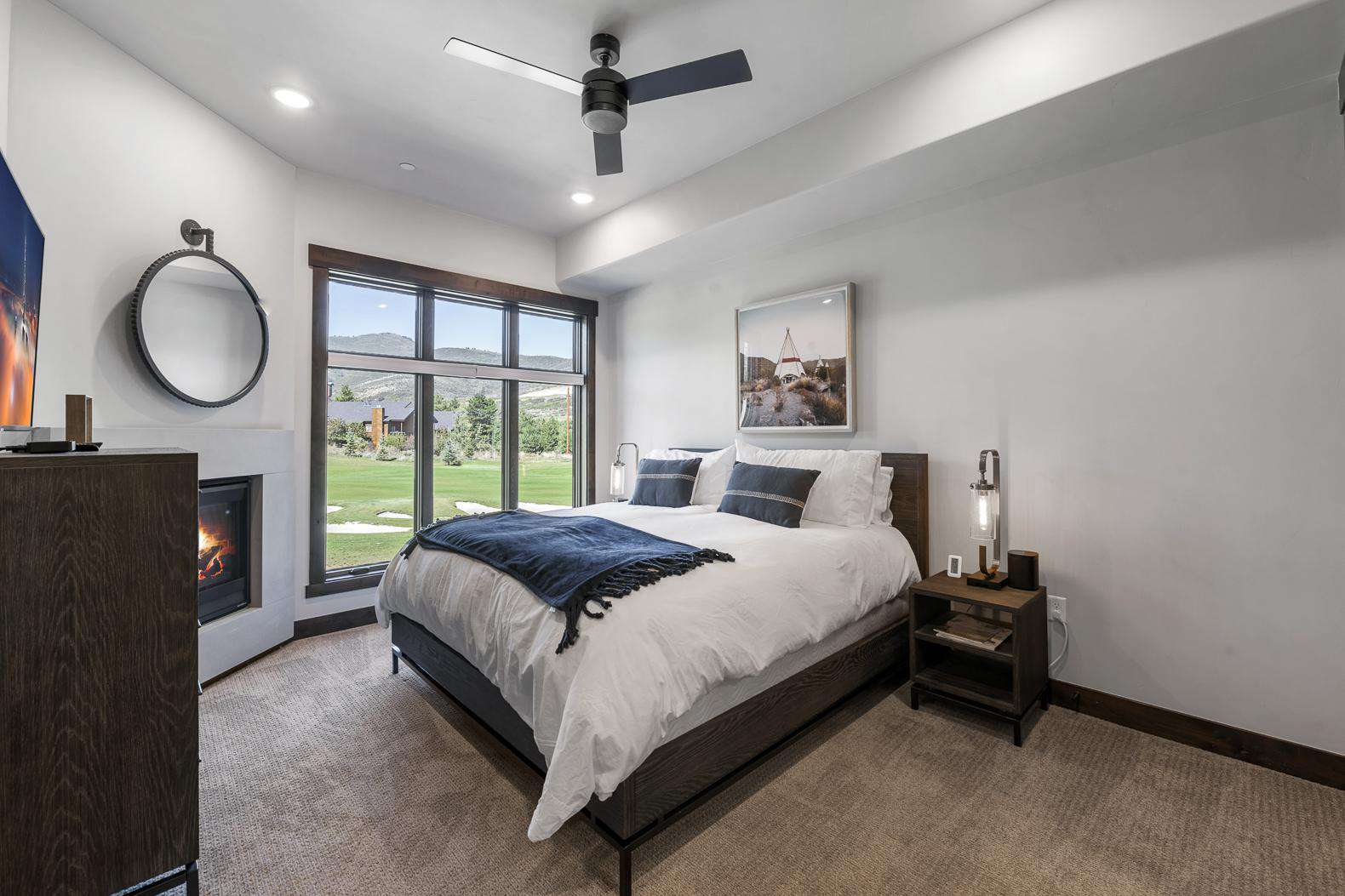 Master Bedroom w/Natural Light