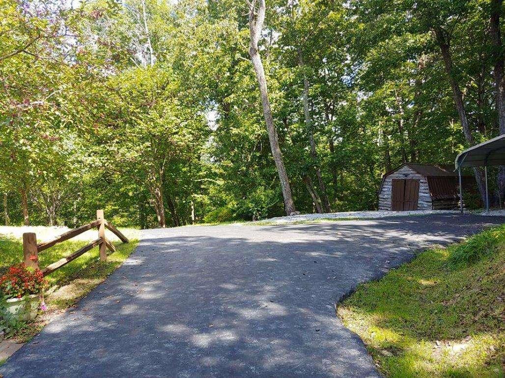 Cherry Trails Cabin Driveway