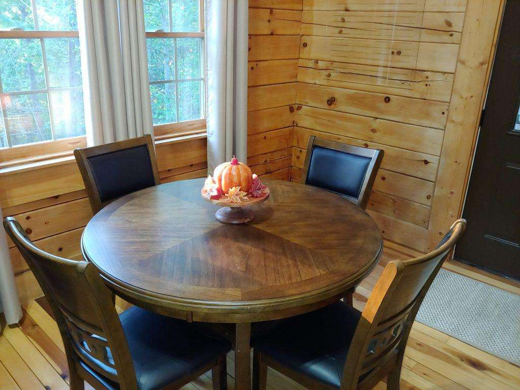 Cherry Trails Cabin Dining