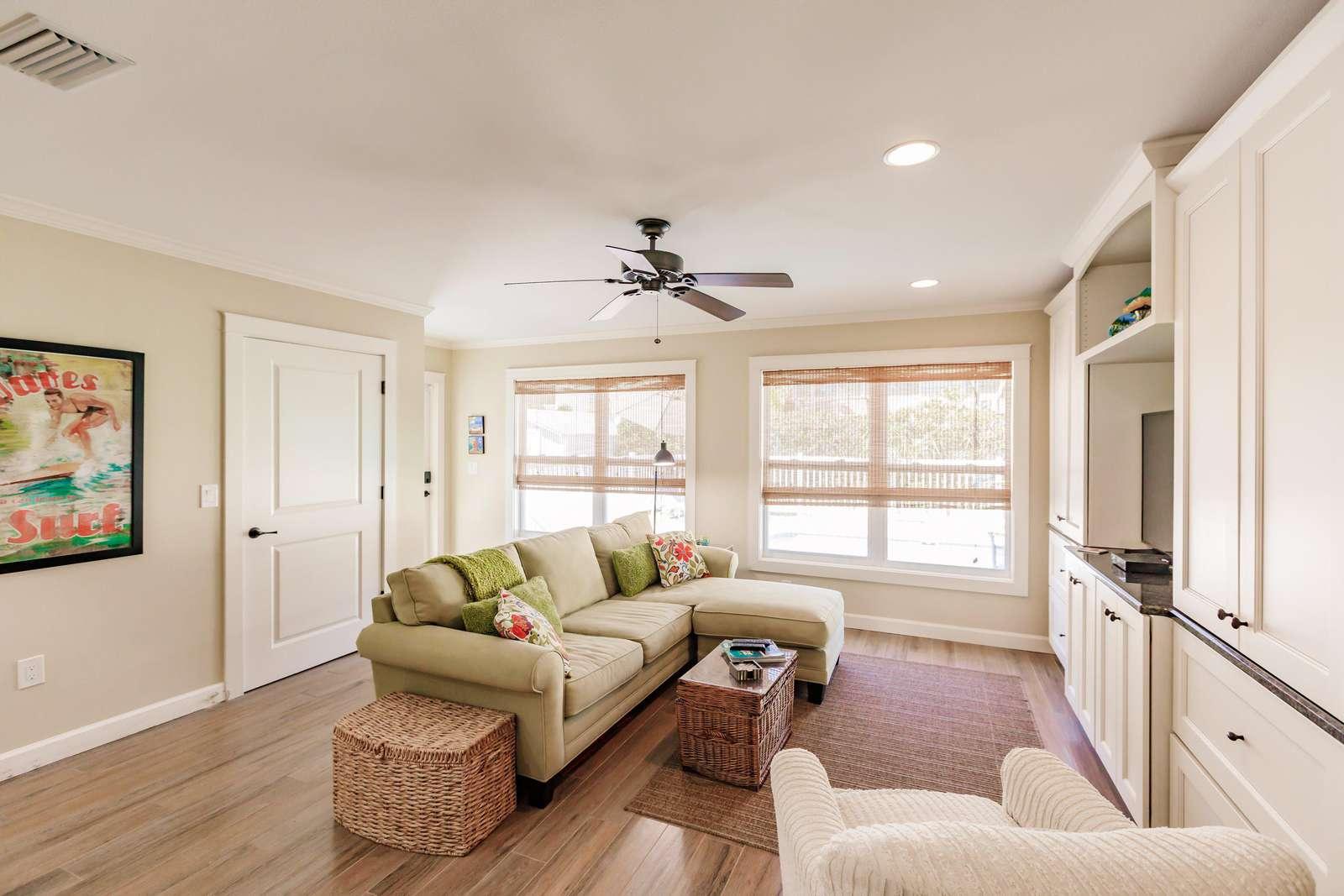 Back living room overlooking pool area