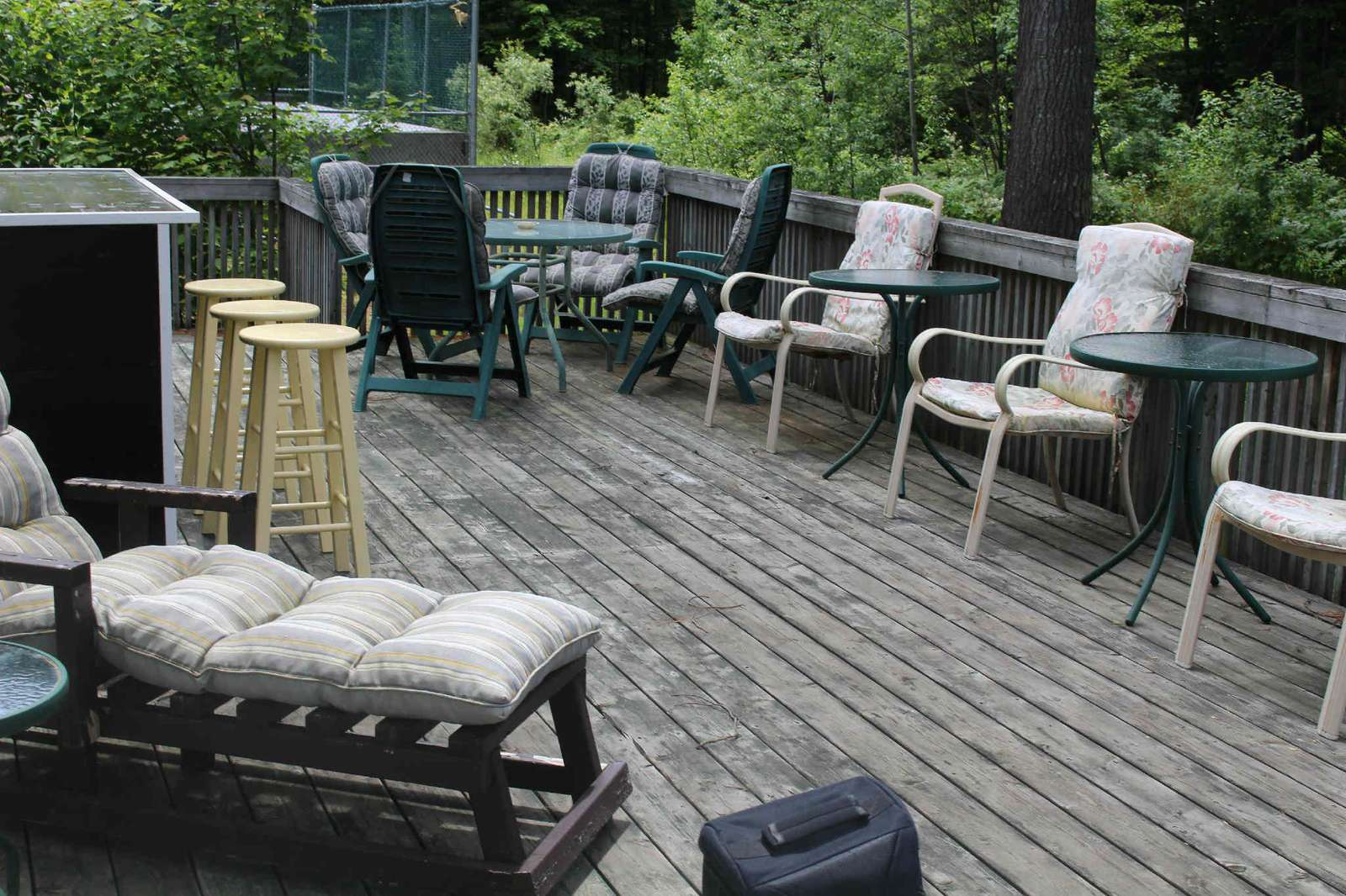 Side Deck with bar area